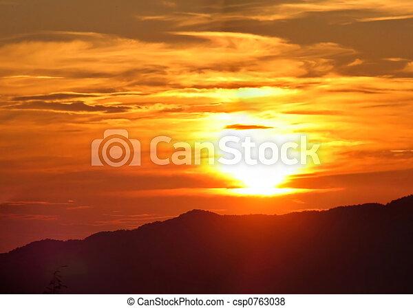 הרים, מעל, עלית שמש - csp0763038